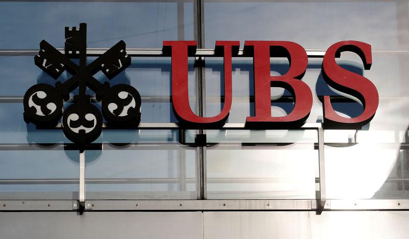 © Reuters. UBS ET D.BANK DISCUTENT FUSION DANS LA GESTION D'ACTIFS