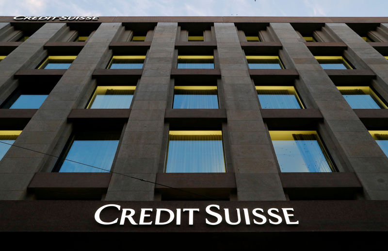 © Reuters. FILE PHOTO: The Credit Suisse logo is pictured on a bank in Geneva