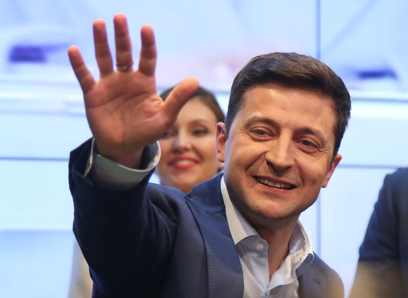 � Reuters. FILE PHOTO: Candidate Zelenskiy waves to supporters following the announcement of an exit poll in Ukraine's presidential election in Kiev
