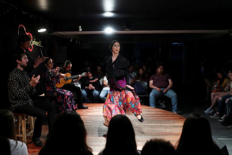 © Reuters. Flamenco dancer Collado performs in front of tourists at Las Carboneras flamenco venue in Madrid
