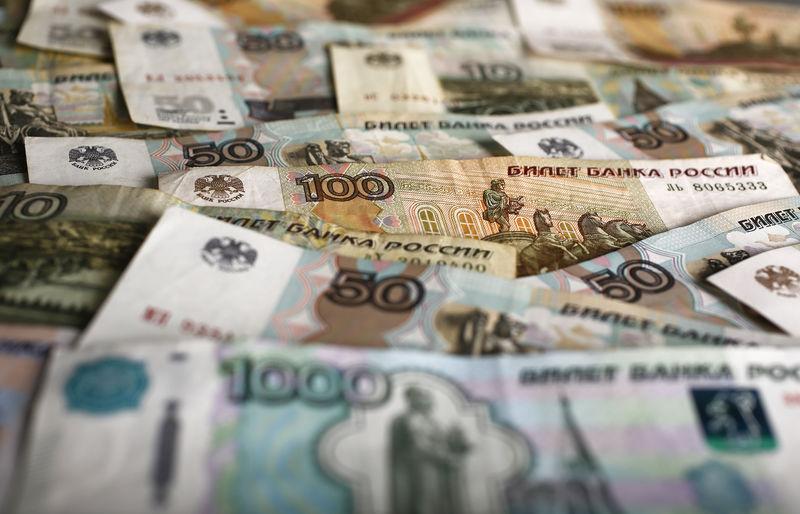 © Reuters. Рублевые банкноты