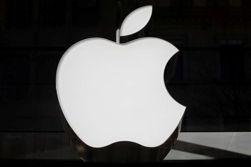 Apple's upbeat forecast pushes market value back toward $1 trillion
