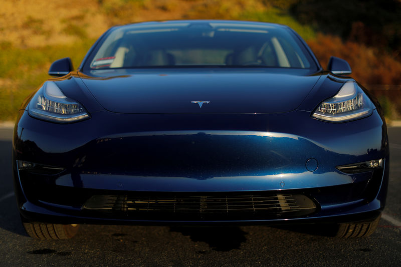 © Reuters. A 2018 Tesla Model 3 electric vehicle is shown in Cardiff, California,