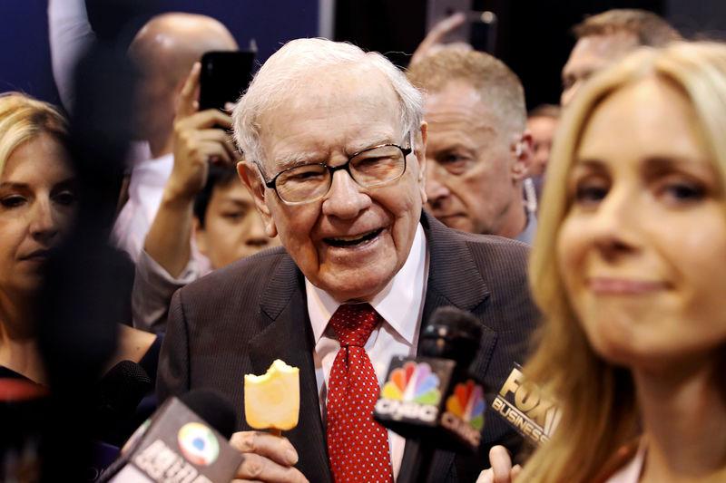 Berkshire swings to big profit; Buffett laments Kraft Heinz