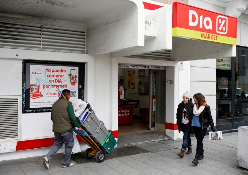 © Reuters. FOTO DE ARCHIVO: Un supermercado de DIA en el centro de Madrid