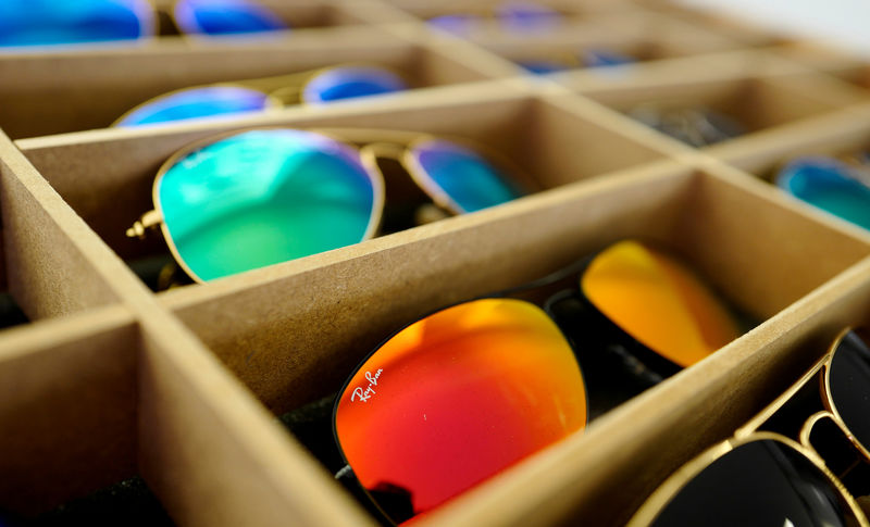 © Reuters. FILE PHOTO: Sunglasses from Ray Ban are on display at an optician shop in Hanau