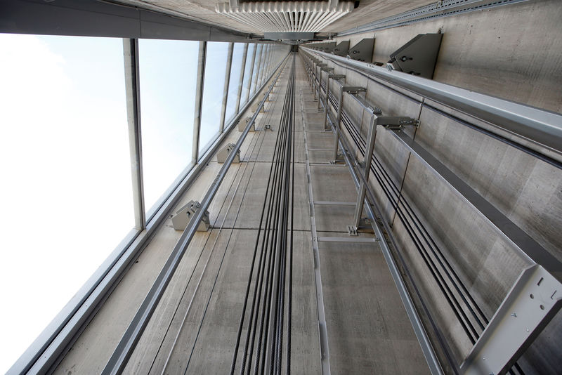 © Reuters. FILE PHOTO: Thyssenkrupp's elevator test tower is pictured in Rottweil