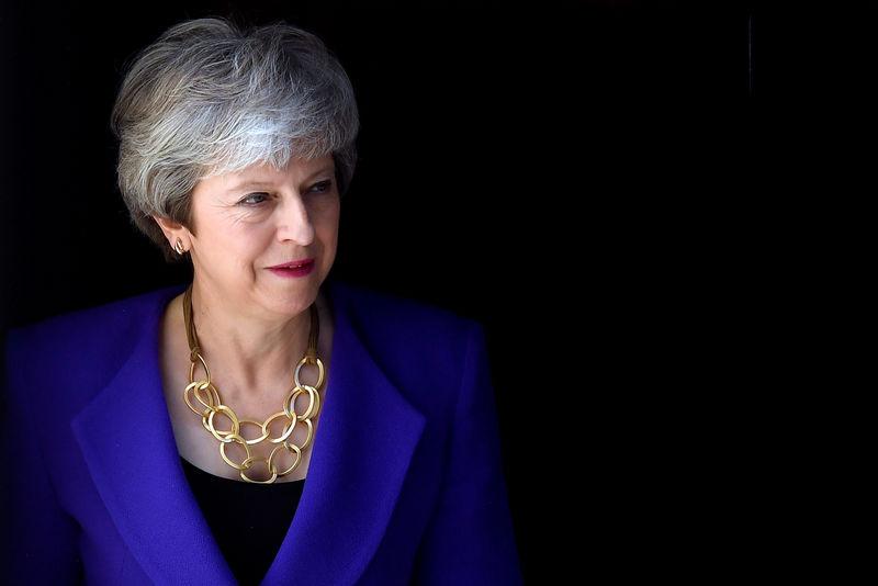 © Reuters. British PM May hosts Iceland's PM Jakobsdottir at Downing Street