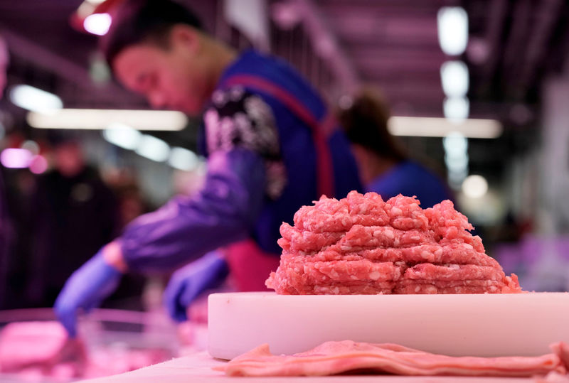 © Reuters. FILE PHOTO: Pork for sale is seen at a market in Beijing