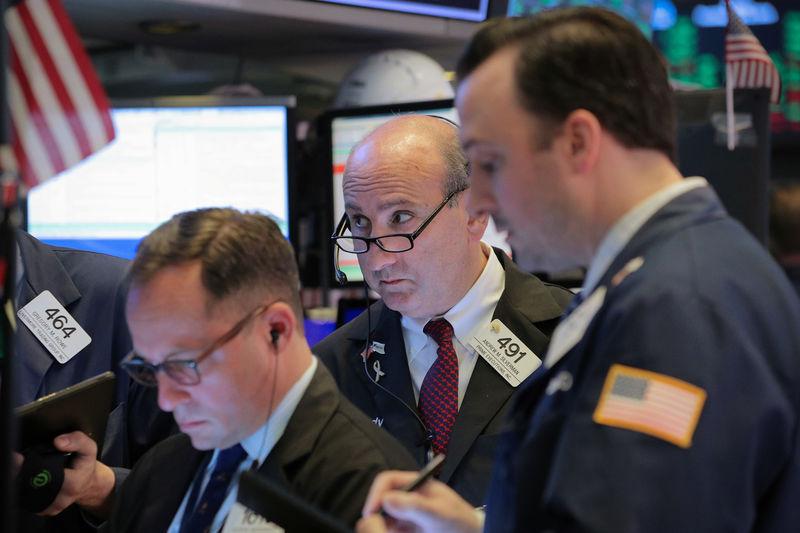 © Reuters. بورصة وول ستريت تصعد لثالث جلسة على التوالي بفضل أرباح وبيانات قوية