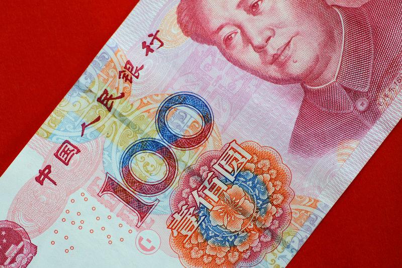 © Reuters. مصادر: المركزي الصيني لن يسمح للعملة بتجاوز مستوى 7 يوان للدولار