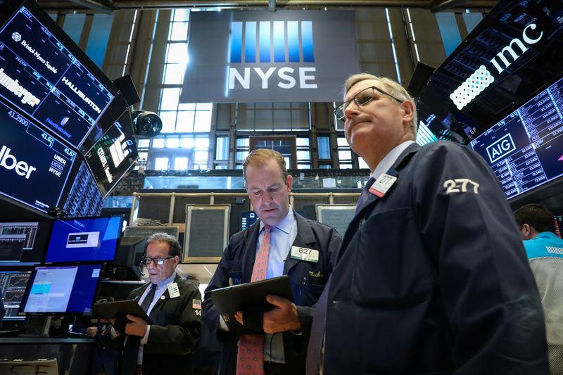 © Reuters. التوترات التجارية تهبط ببورصة وول ستريت وداو جونز يسجل رابع أسبوع من الخسائر
