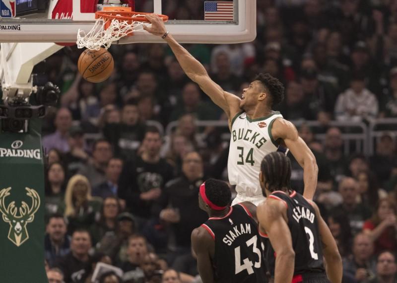 © Reuters. NBA: Playoffs-Toronto Raptors at Milwaukee Bucks