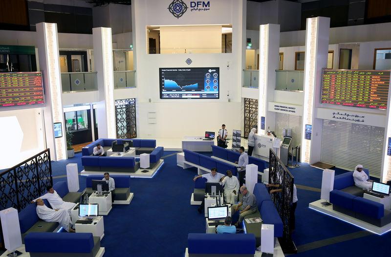 © Reuters. بورصة دبي تتراجع تحت ضغط العقارات والبنوك وسط تباين أسواق الأسهم الخليجية
