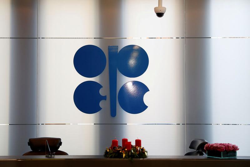 © Reuters. مصدر: لجنة أوبك وحلفاؤها لن تقدم توصية بشأن سياسة الإنتاج في اجتماع جدة