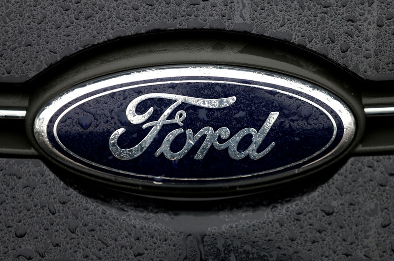 © Reuters. FILE PHOTO: The Ford logo is pictured at the Ford Motor Co plant in Genk