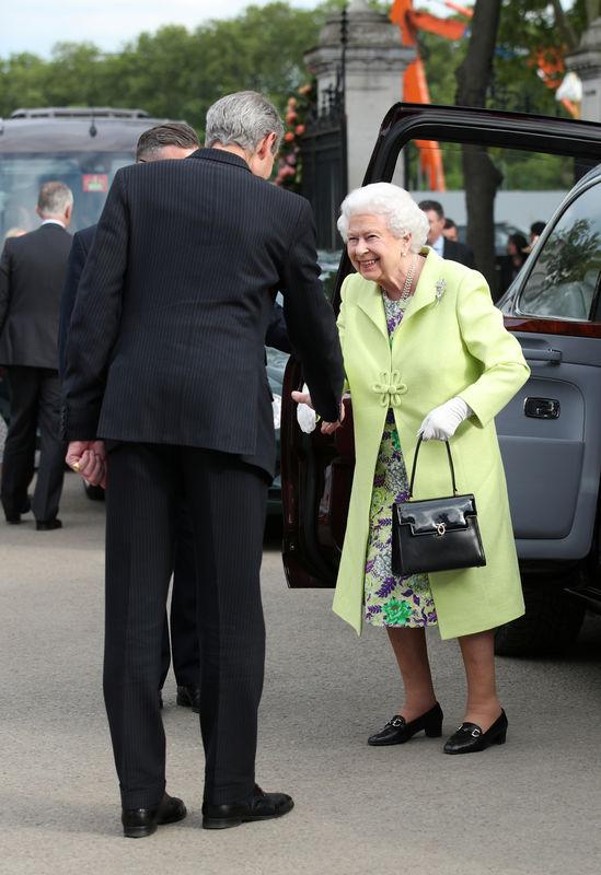 Queen Elizabeth tours Chelsea Flower Show