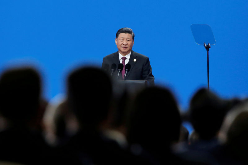© Reuters. FILE PHOTO: Chinese President Xi Jinping attends the Conference on Dialogue of Asian Civilizations in Beijing