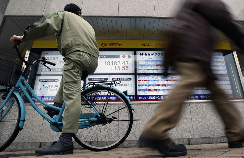 Asia shares sink to four-month low, yen a safe harbour