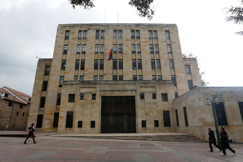 © Reuters. FILE PHOTO: Colombian Ministry of Finance and Public Credit building in Bogota