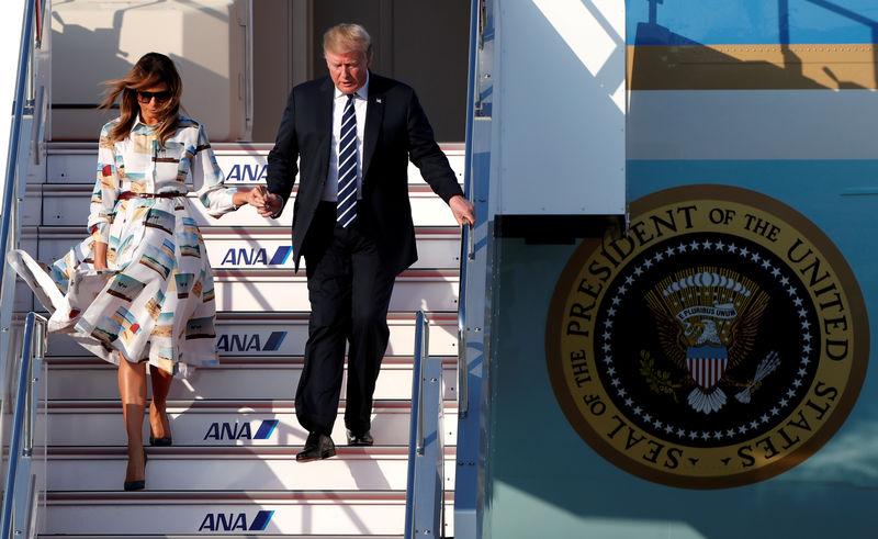 © Reuters. U.S. President Donald Trump and first lady Melania Trump visit Japan
