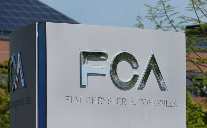 © Reuters. FILE PHOTO: A Fiat Chrysler Automobiles (FCA) sign is seen at its U.S. headquarters in Auburn Hills, Michigan
