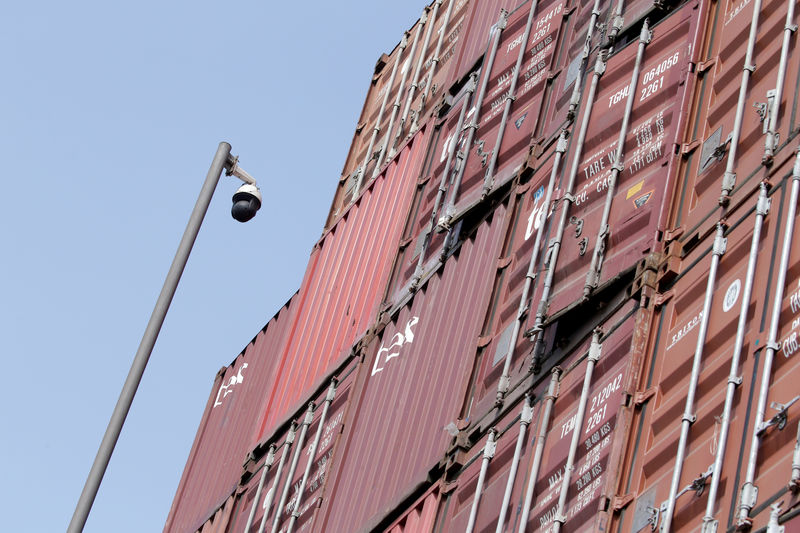 © Reuters. A surveillance camera is seen next to containers at a logistics center near Tianjin Port