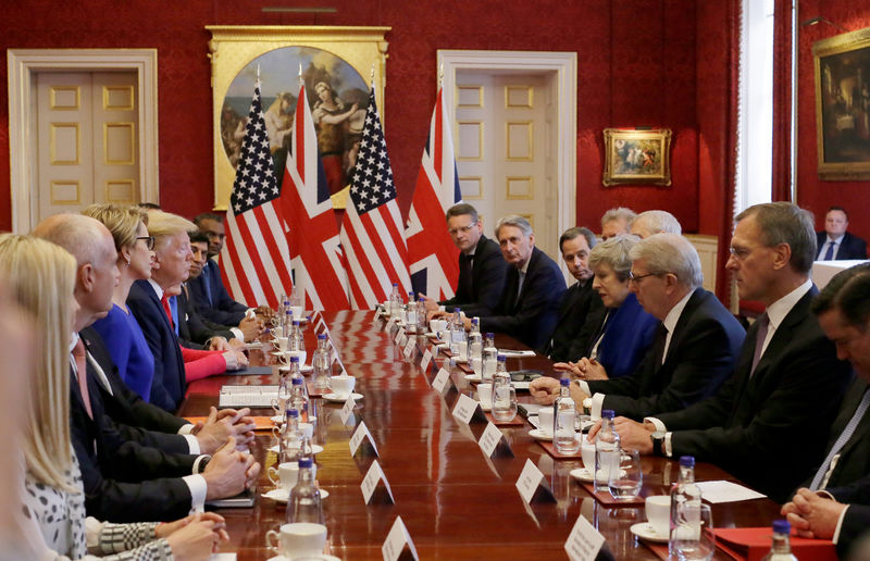 © Reuters. U.S. President Donald Trump visits Britain