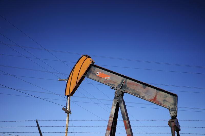 Нефть растет на фоне сигналов С.Аравии о продлении сделки ОПЕК+