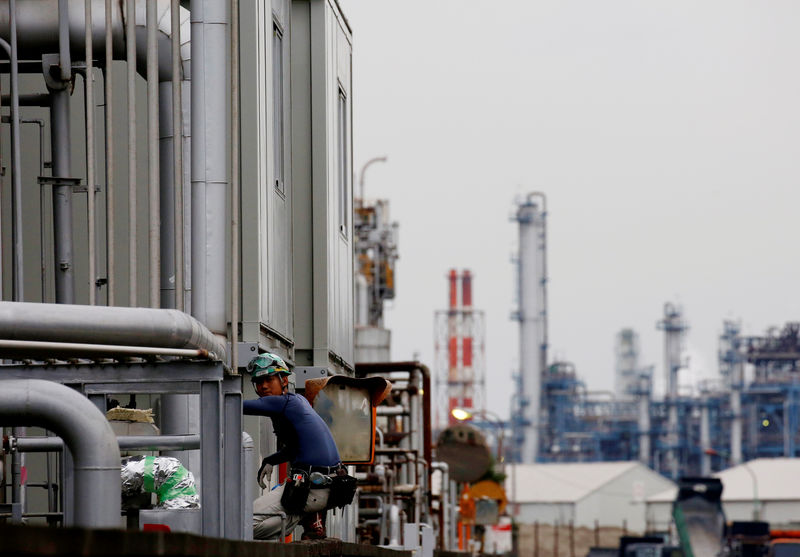 Surprise gain in Japan's machinery orders points to solid business investment