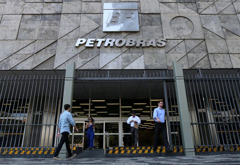 © Reuters. FILE PHOTO: Brazil's state-run Petrobras oil company headquarters in Rio de Janeiro