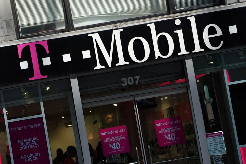 © Reuters. FILE PHOTO: A T-Mobile store is pictured in the Manhattan borough of New York