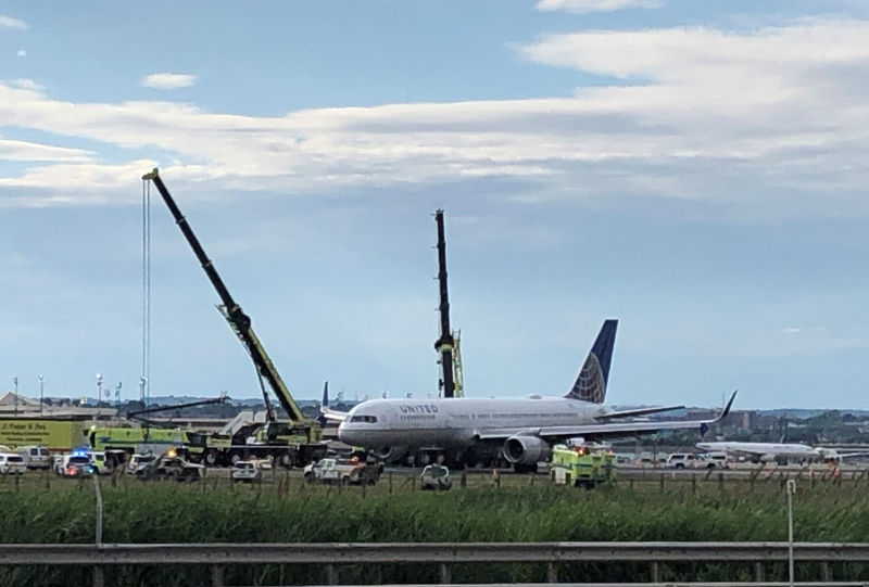 Tires blow on United jet during Newark airport landing, no injuries