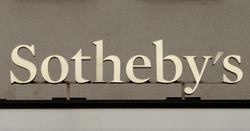 © Reuters. الملياردير باتريك درايي يتفق على شراء سوذبيز في صفقة قيمتها 3.7 مليار دولار