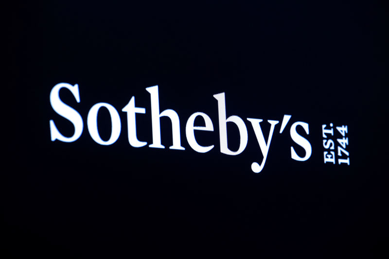 © Reuters. A screen displays the Sotheby's logo on the ground at NYSE NY