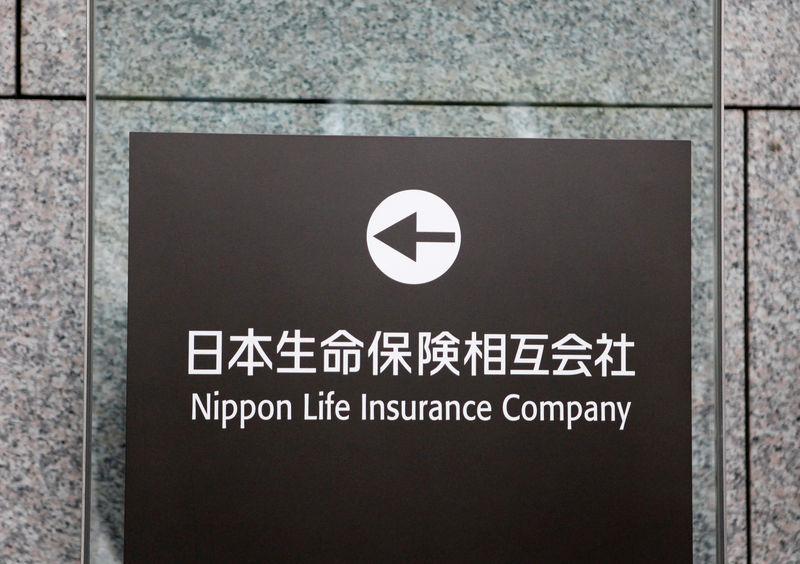 Japanese insurers wait for cheaper dollar as U.S. rate-cut pressure builds