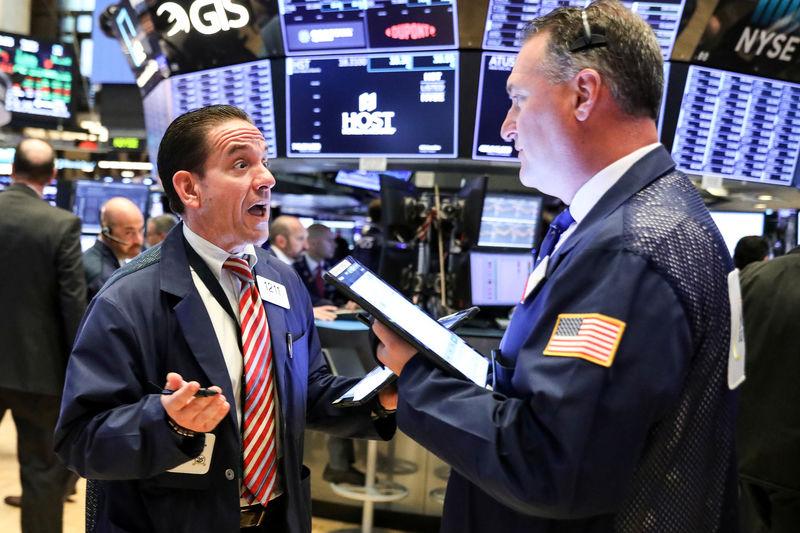 © Reuters. الأسهم الأمريكية تفتح عند ذروة 6 أسابيع بفضل آمال التيسير النقدي