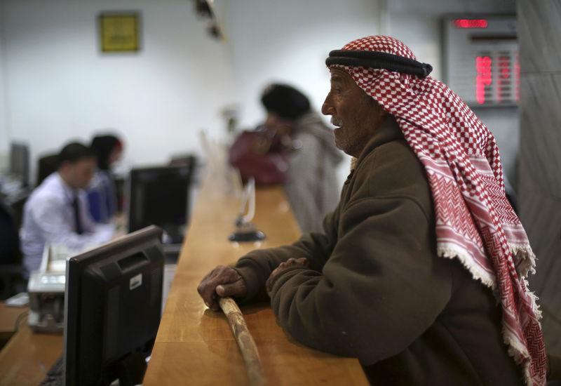 © Reuters. مقابلة-مسؤول نقدي: الوضع المالي الفلسطيني على شفا الانهيار