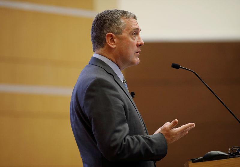 © Reuters. FILE PHOTO: St. Louis Federal Reserve Bank President James Bullard speaks at a public lecture in Singapore