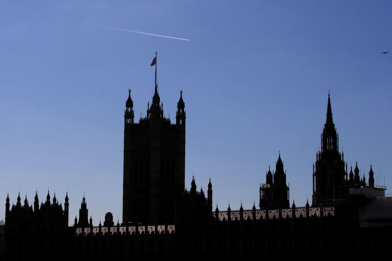 © Reuters. The Houses of Parliament are silhouetted in London