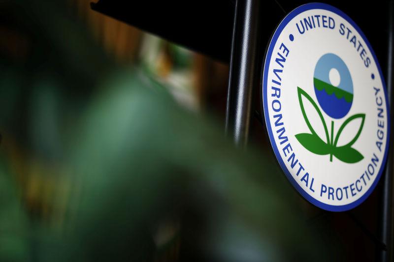 U.S. refiners urge EPA to keep biofuel waiver requests secret from USDA