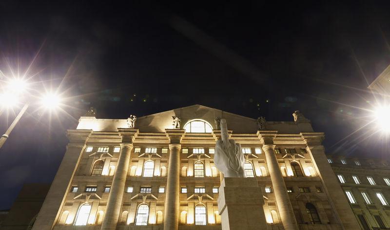 Borsa Milano in rialzo, banche sotto massimi, Atlantia positiva, bene Saipem, Inwit