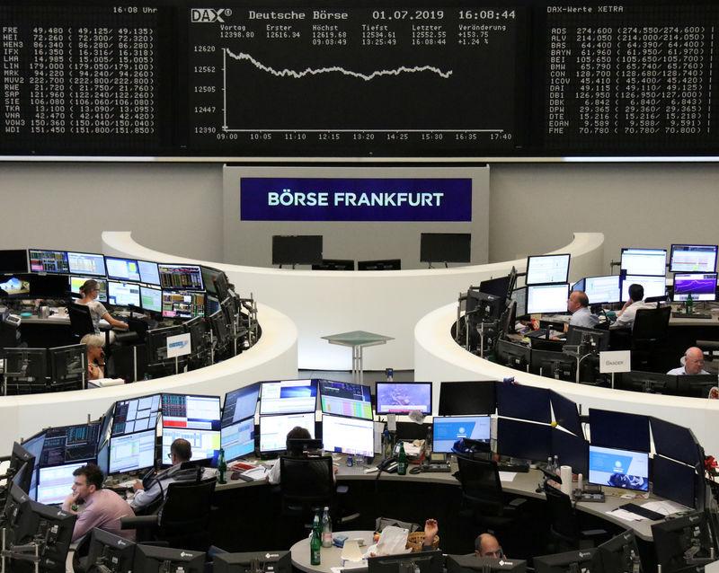 European shares flat, Daimler's profit warning knocks auto stocks