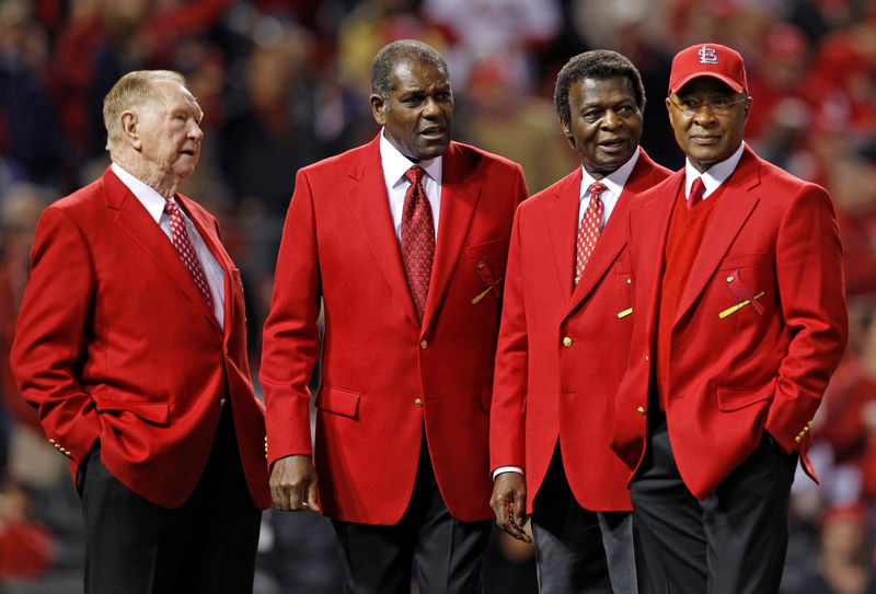 © Reuters. FILE PHOTO: Baseball Hall of Fame members and former St. Louis Cardinals (L-R) Schoendienst, Gibson, Brock and Smith appear on the field before the start of play between the St. Louis Cardinals and the Texas Rangers in Game 6 of MLB's World Series ba