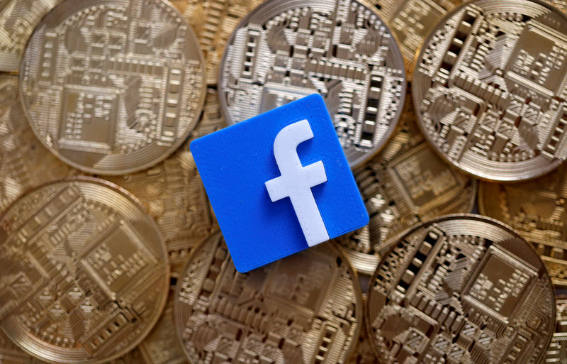Bitcoin falls below $10,000 after Facebook grilled on crypto plans