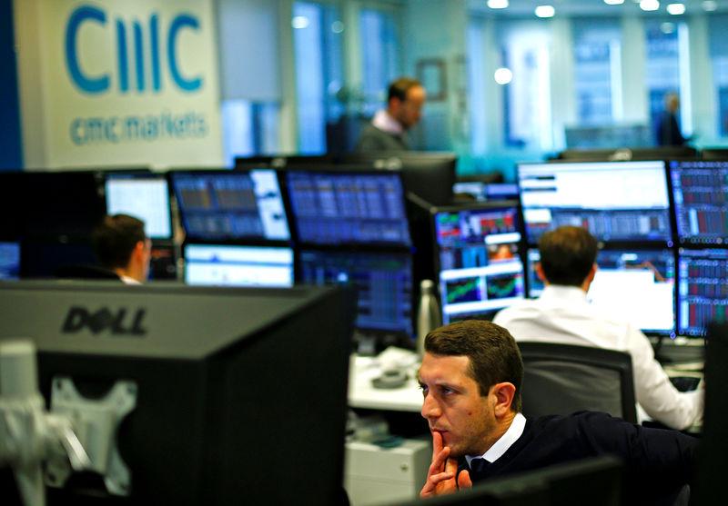 Oil majors drag FTSE lower, Galliford leads mid-cap gains