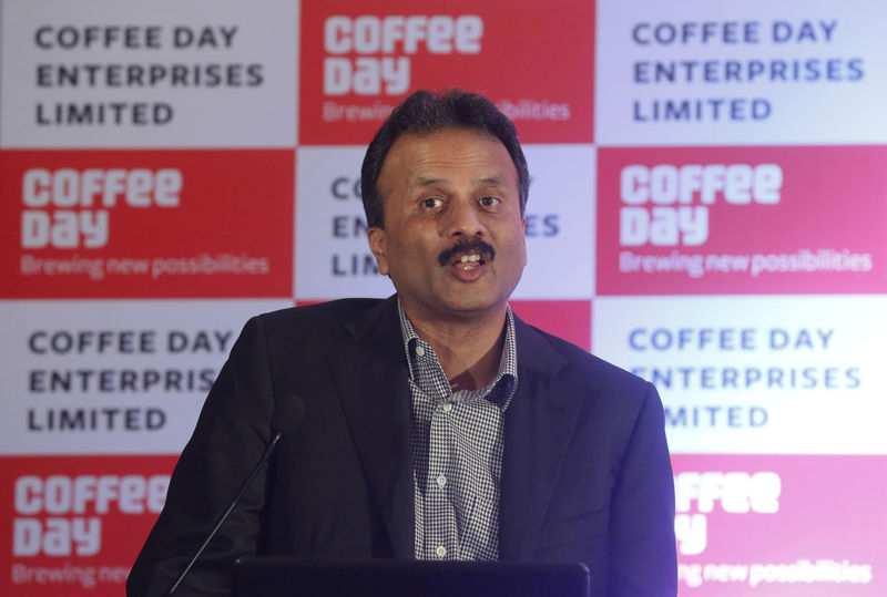 © Reuters. FILE PHOTO: V.G. Siddhartha, chairman of Coffee Day Enterprises Ltd, speaks during a news conference in Mumbai, India