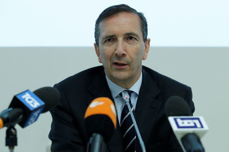 Telecom Italia CEO says 'very constructive climate' for Open Fiber tal