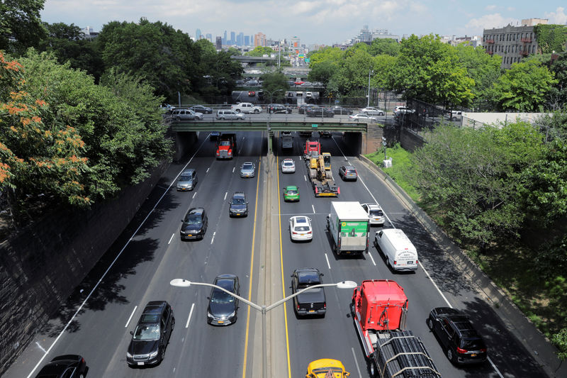 © Reuters. Traffic backs up on the Brooklyn Queens Expressway in New York