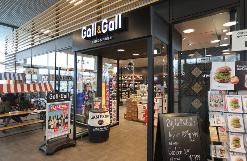 © Reuters. A logo of Gall & Gall is seen at the entrance of shop operated by Ahold Delhaize, the Dutch-Belgian supermarket operator, in Eindhoven